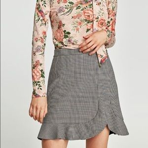 Zara plaid mini skirt with grill ruffle